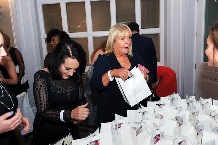 Linda Robson & Lesley Joseph from Birds of a Feather look rather excited about grabbing their goody bags!