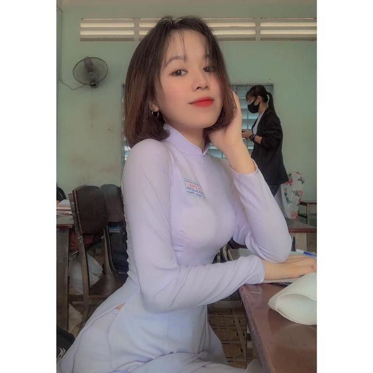 Ghim trên VIETNAM FASHION WEEK SS19. CONG HUAN