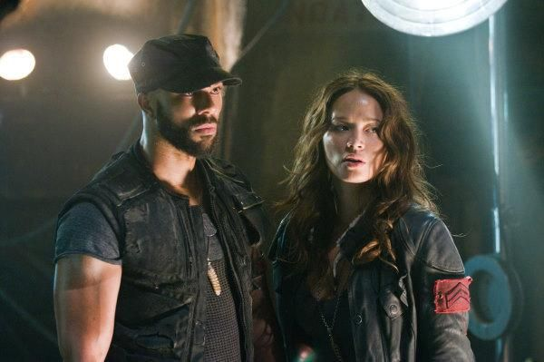 Still of Common and Moon Bloodgood in Terminator Salvation (2009) http://www.movpins.com/dHQwNDM4NDg4/terminator-salvation-(2009)/still-1609730048