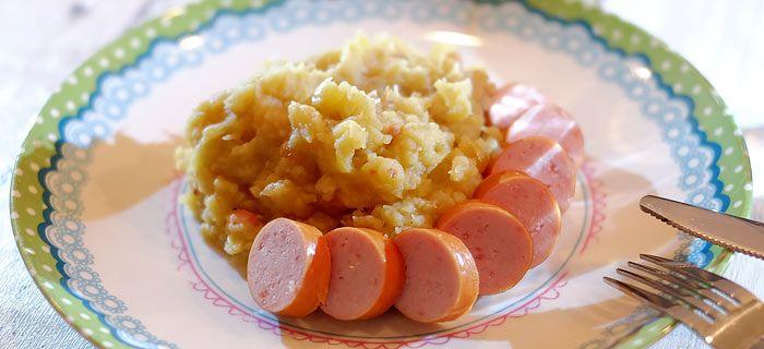 Met dit recept maak je een heerlijke hete bliksem met gebakken spekjes en rookworst. Ik stoofde de appeltjes in boter met basterdsuiker i.p.v. deze te koken.