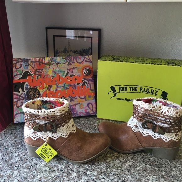Tan Cowboy Cactus bootsflash Sale⬇️⬇️ These are the best ever , comfortable and stylish , join the fight with tiger bear republik you will love the style and wear . With the details of lace and buckle size 7 1/2m Tigerbear Shoes Ankle Boots & Booties
