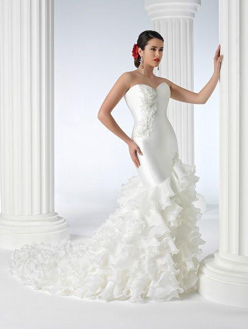 vestidos-de-novia-gitana-volantes-en-diagonal | wedding dresses