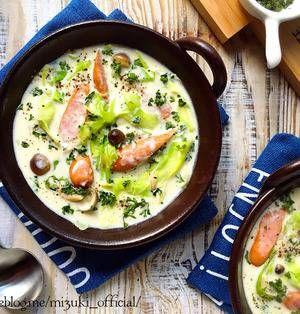 具材の旨みが染み出たあったかスープにパスタを加えたスープパスタ。肌寒い季節にはぴったりのメニューですね♪身近な食材で気軽に作れるレシピを集めてみましたので、ぜひチェックしてみてくださいね! ■チーズでコク旨!豆乳ベースのスープパスタ  ♡チーズdeこく旨♡ソーセージとキャベツの豆乳スープ♡【#節約#おかずスープ#ヘルシー】by Mizukiさん 5分未満 人数:2人 煮込み時間たったの2分!火の通