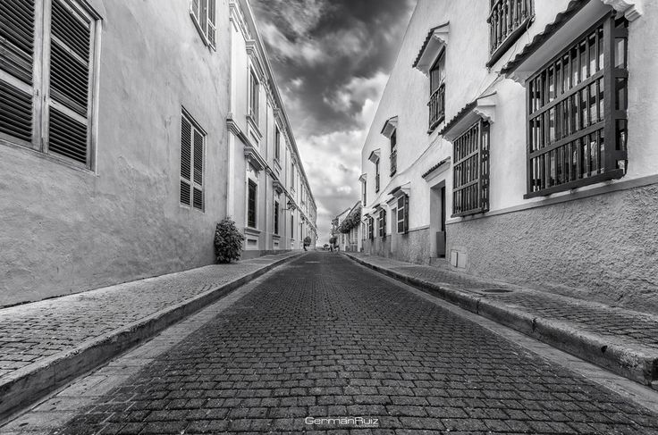 Caminando por Cartagena BW by Germán Ruiz on 500px