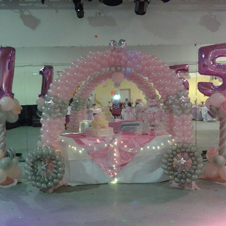 Carruaje quincea era balloon columns columnas globos for Balloon decoration ideas for quinceaneras