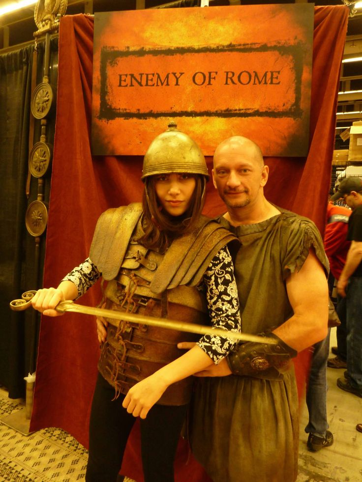 Sylvano Harvey as Vitellius and a fan, at Montreal ComicCon 2014 promoting Enemy of Rome