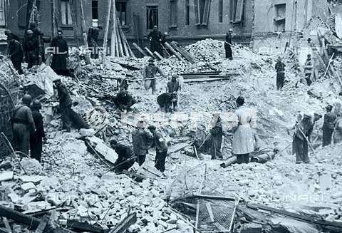 bombardamenti milano agosto 1943_ww2