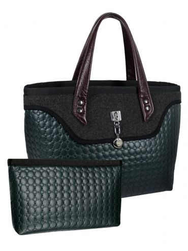 A large bag - suitcase with leather handles, made from a combination pikówki and felt. The center is adorned with quilted satin bag in black. The bag has a large zipped pocket, pocket for cell phone and additional clasp. Wide bottom, so you can wear it large formats. Very light. Dołaczączona jast purse zipped zipper cosmetic bag - made purse organizer.  PRICE: 98.04 € http://goshico.com/en/kuferek-do-reki-i-na-ramie-ze-skorzanymi-uchwytami-i-kosmetyczka-sote.html