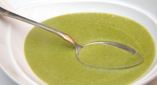 Medvehagyma krémleves recept: A medvehagyma krémleves egyszerű - mint általában a krémlevesek - és nagyon finom. A tavasz egyik kedvelt levese. Próbáld ki Te is ezt a receptet! :) http://aprosef.hu/medvehagyma_kremleves_recept