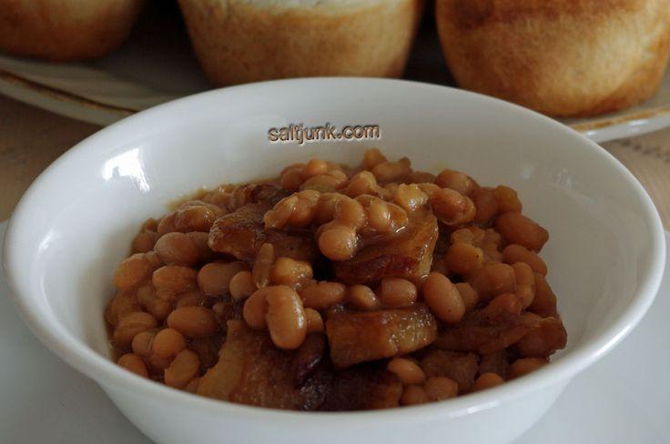 Newfoundland Recipes: Baked Beans with Pork and Molasses - saltjunk.com