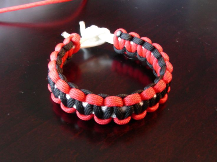 How to make a paracord bracelet and dog collar recipe for Paracord stuff to make