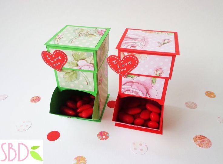 DOWNLOAD TEMPLATE - SCARICA IL MODELLO: http://sweetbiodesign.blogspot.com/2015/01/tutorial-dispenser-per-dolci-di-san.html Ciao a tutti! San Valentino si av...