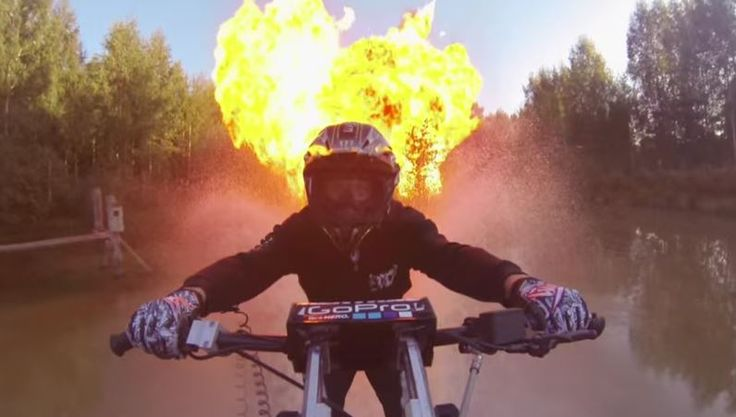 Водный мотоцикл и взрывы