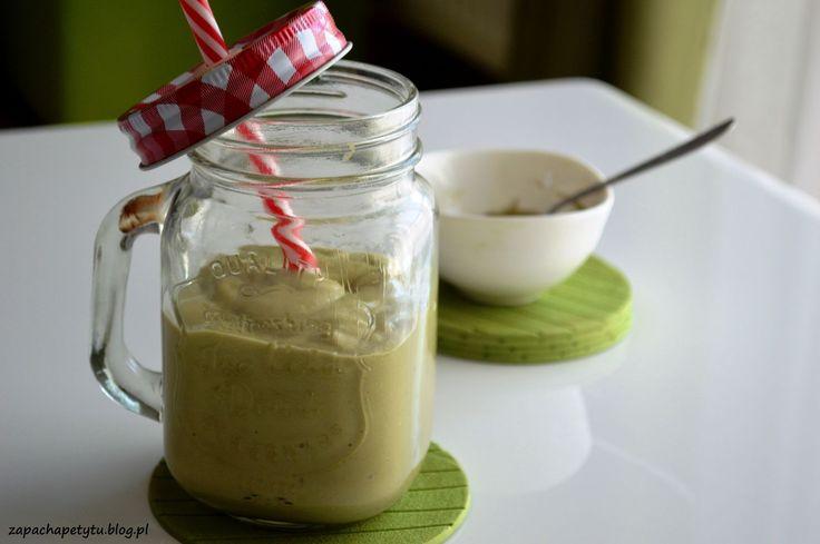 Banana smoothie with matcha and avocado #zapachapetytu #matcha #smoothie