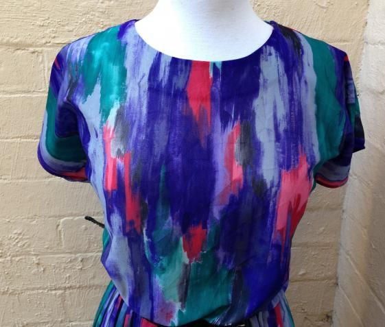 Round She Goes - Market Place - 70's Water colour Pleated dress size 14/16