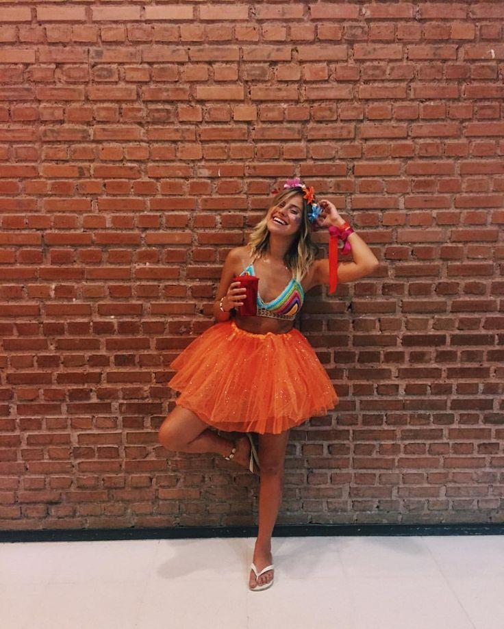 """461 curtidas, 10 comentários - Domenique (@domsoler) no Instagram: """"cor, vida, alegria, carnaval ️#precarna #dupla13 #carnapt"""""""