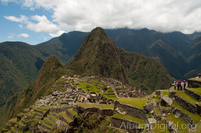 Cerro Huayna Picchu y ruinas