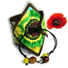 Bracelet manchette vert patchwork  en tissu et cuir                                                                                                                                                                                 Plus