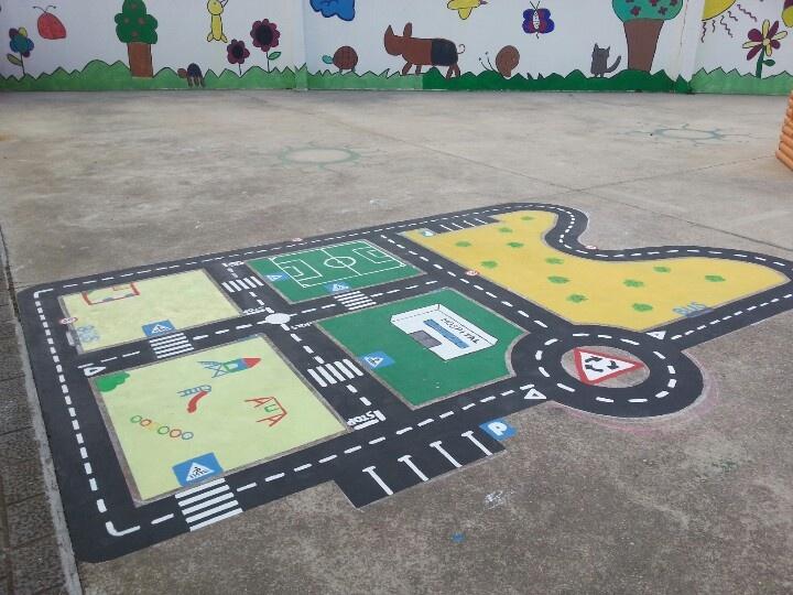 Projecte de millora del pati d'infantil a La Salle Maó  Realitzat per Sandra Campano, Melissa Lozano i Natalia Vinent, amb la col·laboració de Blanca, Ester i Jorge