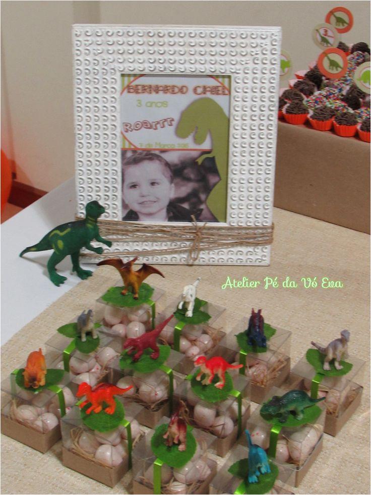 Festa dinossauro - Quadro com foto e lembrancinhas Ovos de dinossauro com mini dinossauros!
