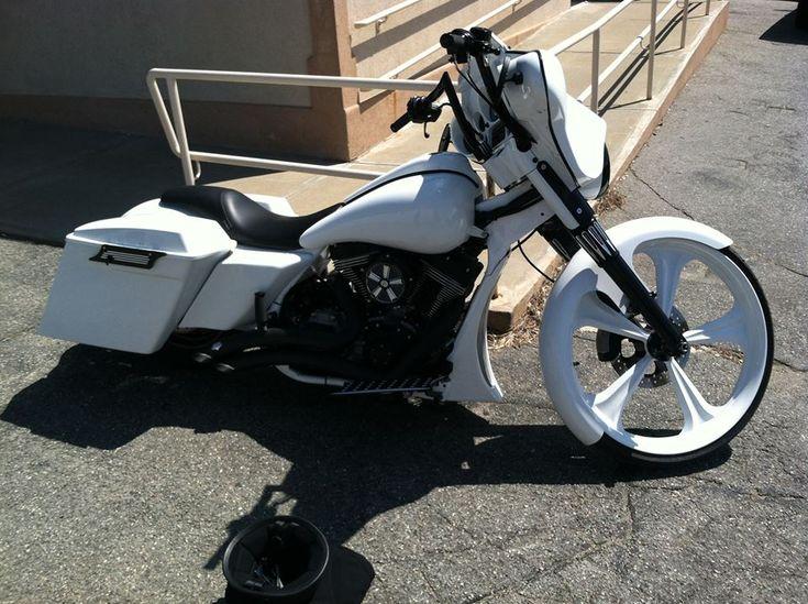 "Harley Davidson Baton Rouge >> 26"" White Street Glide | Custom Builds | Harley bagger ..."