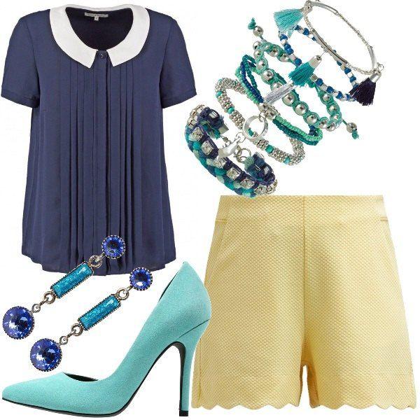 Outfit caratterizzato dall'accostamento di tre colori diversi: il blu della camicia con colletto e pieghe, il giallo pastello degli shorts e l'acquamarina delle décolleté. Concludono l'outfit tanti braccialetti con perline e nappe e gli orecchini gioiello.