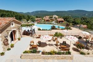 Ardèche, chalets op kleinschalig en vrij nieuw vakantie park. De huisjes zijn heel netjes en volledig uitgerust incl airco. Ideeal voor kleine kinderen.