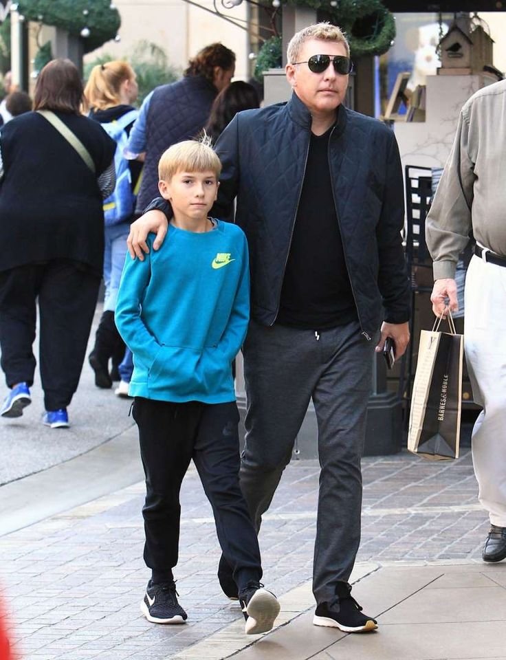 """Celebs and their cute kids in 2016:     """"Chrisley Knows Best"""" star Todd Chrisley took son Grayson Chrisley shopping at The Grove in Los Angeles on Dec. 10."""