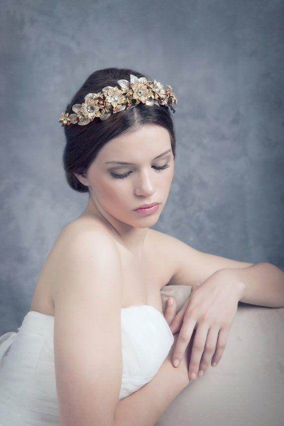 Bridal headpiece. Porcelain crown/ Bridal crown. Golden tiara. Floral crown.Bridal hair acsessorios. Tocado de novia o invitada MOD528