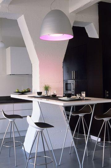 Un ton futuriste pour cette salle à manger - Déco : une salle à manger moderne mais accueillante - CôtéMaison.fr