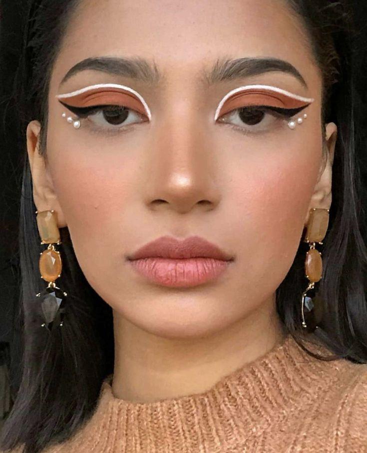 15 Estilos de delineado gráfico para realzar tu linda mirada Makeup Eye Looks, Eye Makeup Art, Colorful Eye Makeup, Cute Makeup, Pretty Makeup, Hair Makeup, Dead Makeup, Gorgeous Makeup, Eyebrow Makeup