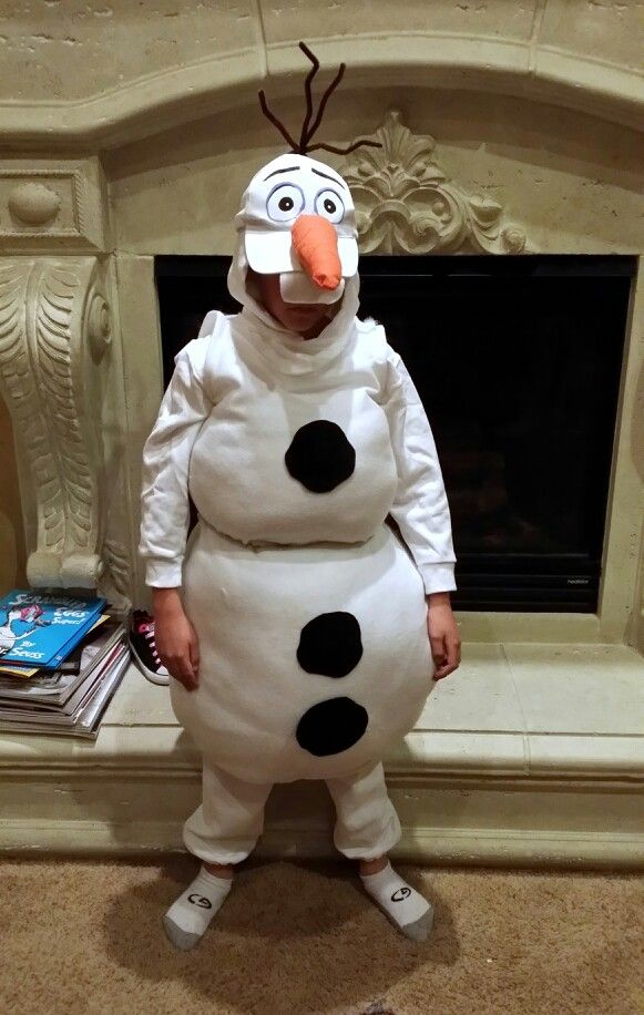 Olaf frozen costume - great use of a plain white hat for Olaf's head