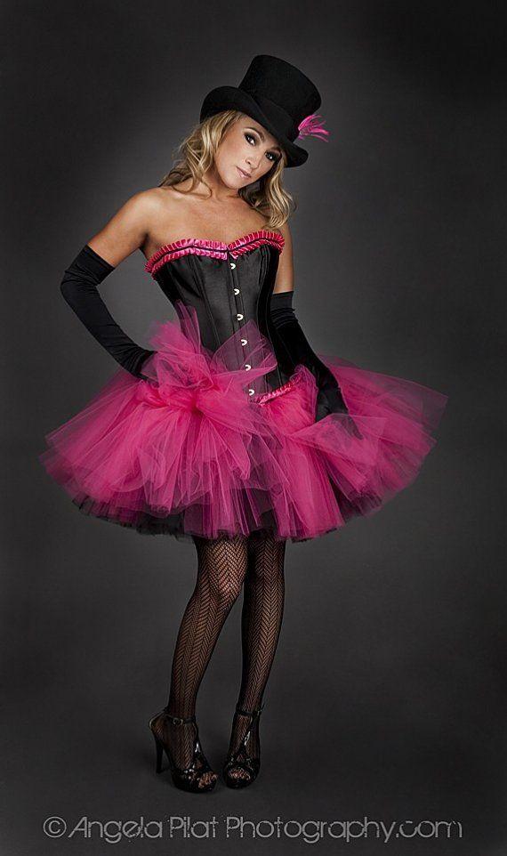 Cette robe est une robe sur commande.Il est disponible dans les tailles petit-XL.   Il faut 3-4 semaines pour expédier. Cette pièce lacets jusquà