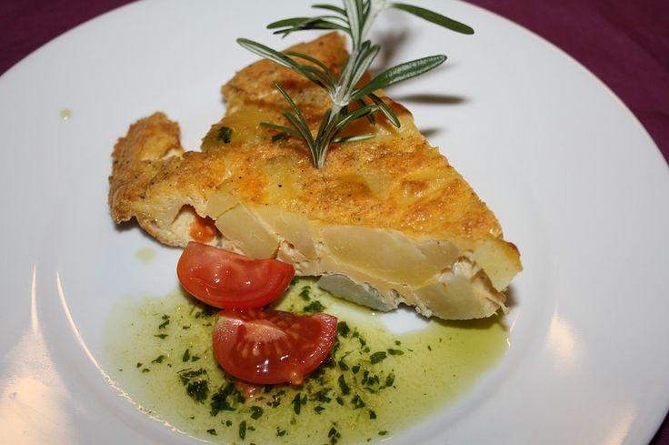 Hiszpańska tortilla - prosty przepis na pyszną i sycącą przekąskę. #tortillahiszpanska, #omletzziemniakami, #prosteprzepisy