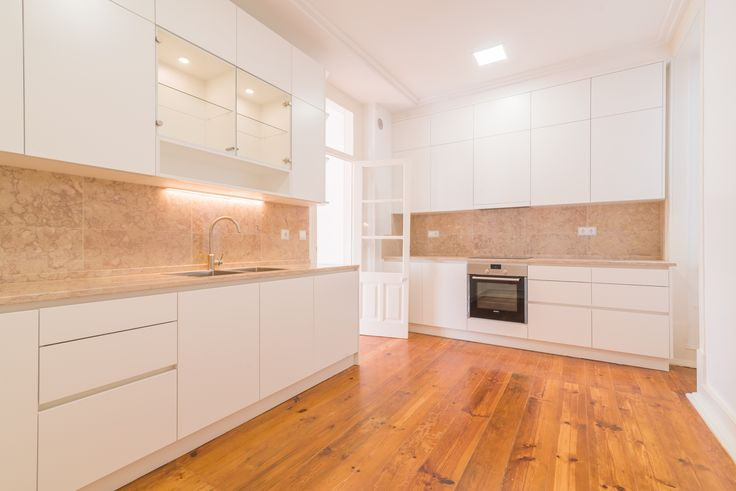 HomeLovers: kitchen with wooden floor