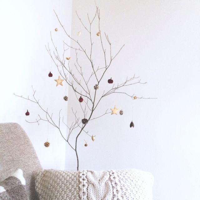 リビング/クリスマス/枝ディスプレイのインテリア実例 - 2015-11-18 18:05:52   RoomClip(ルームクリップ)  Ideas for simple christmas tree!