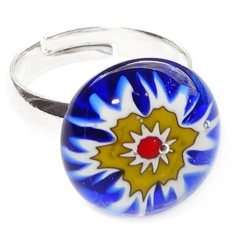 Blauwe kinderring met prachtige glazen bloem. Verstelbare nikkelvrije kinderring