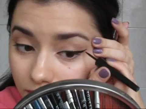 În acest tutorial vă arăt cum aplic conturul de ochi în diverse forme - tuşul lichid cu codiţă, creioane colorate fixate cu fard şi clasicul negru în jurul o...