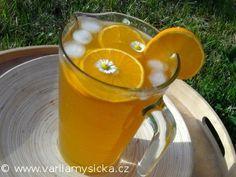 Zapomeňte na kupované rádoby ledové čaje plné cukru a chemie a pojďte si udělat domácí ledový čaj...