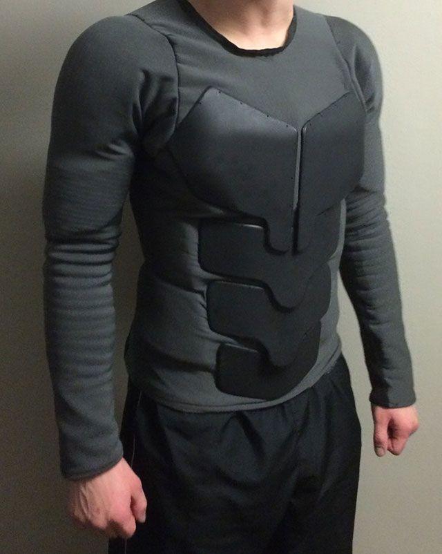 Un étudiant fabrique un vrai costume de Batman - A student makes a real Batman costume - Jackson Gordon
