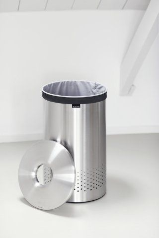 60 litrový koš na prádlo v barvě lesklé oceli s plastovým praktickým víkem vynikne v každé koupelně nebo prádelně. Koš je nejen moderní, ale také vysoce praktický.