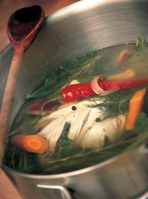Easy and healthy homemade chicken stock (no MSG) / Caldo de galinha caseiro e saudável, sem glutamato monossódico   Jamie Oliver #receita #recipe #yum