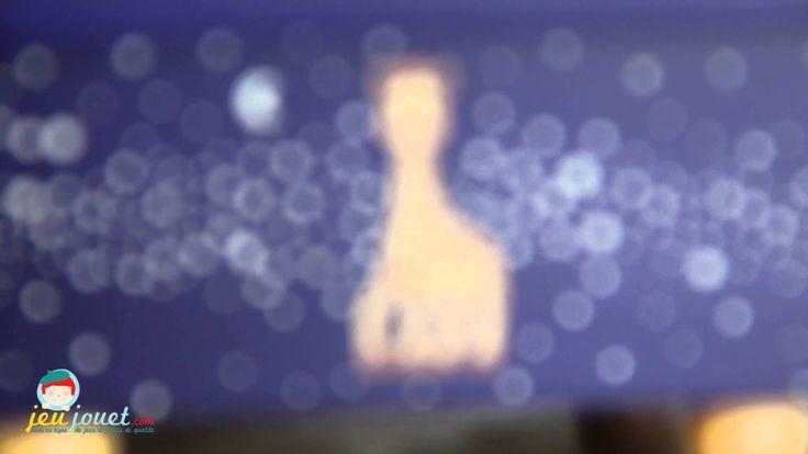 Une vidéo de Jeujouet.com présentant la boîte à musique Sophie la girafe de Trousselier, produit en vente sur notre site: http://www.jeujouet.com/trousselier-boite-a-musique-en-bois-sophie-girafe-voie-lactee.html