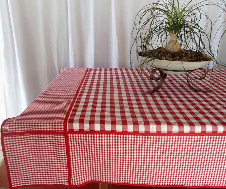 Toalha de mesa artesanal, personalizada, quadrada, medindo 200cm x 200cm. <br> <br>Ideal para organizar a mesa com até 6 lugares e servir almoço, jantar, lanche. Pode ser também para fazer um piquenique. Fica chic em decoração de mesa para servir acompanhamento de churrasco. <br> <br>Confeccionada em tecido 100% algodão xadrez vichy. Com dois tamanhos de xadrez o pequeno e o grande fazendo composição. O acabamento em viez favoreceu o acabamento interno tornando essa toalha dupla face…