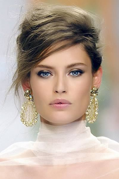 Wardrobe neutral colours are the spine and the anchor for the rest of the wardrobe. They have a uniting colour, the same tone that runs through the rest of the palette. Scrunch the fabric and look in the folds, you can often pick it up. Green yellow is Bright Spring, the skin against which these earrings looks radiant and normal, like an extension of the woman herself (because, colour-wise, they are).