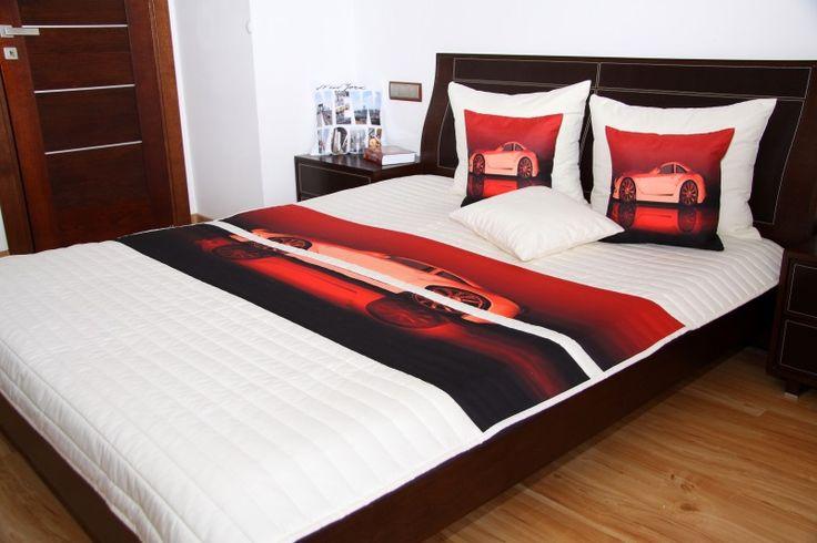 Přehoz na dětskou postel bílo červené barvy s motivem bílého auta