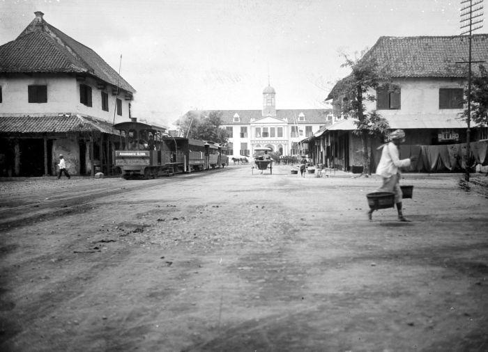 1883-1900: Balai Kota Batavia.