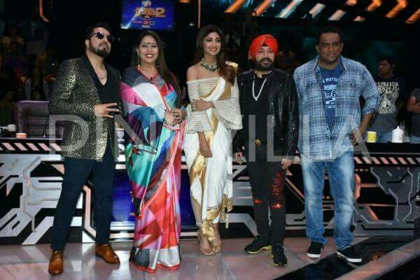 Bollywood actress Shilpa sheety kundra with Daler mehandi and Mika Singh at Super dance 2