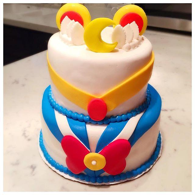 My beauuutiful birthday cake this year!!!! ❤️❤️❤️                              …