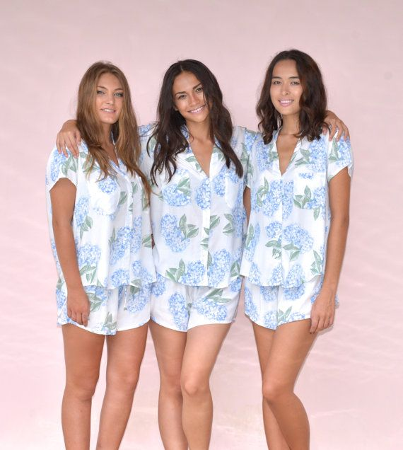 Aren't these a cool bridesmaid gift idea? The perfect two piece PJs by @piyamasleepwear for you and your bridesmaids to get ready in on your big day.